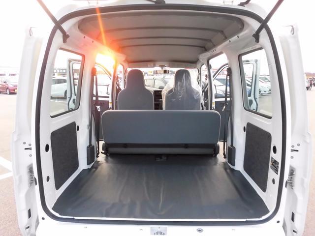 届出済未使用車 純正ラジオ 荷室ランプ 水平格納式リアシート(12枚目)