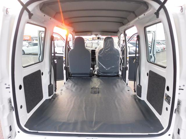 ダイハツ ハイゼットカーゴ 届出済未使用車 純正ラジオ 荷室ランプ 水平格納式リアシート