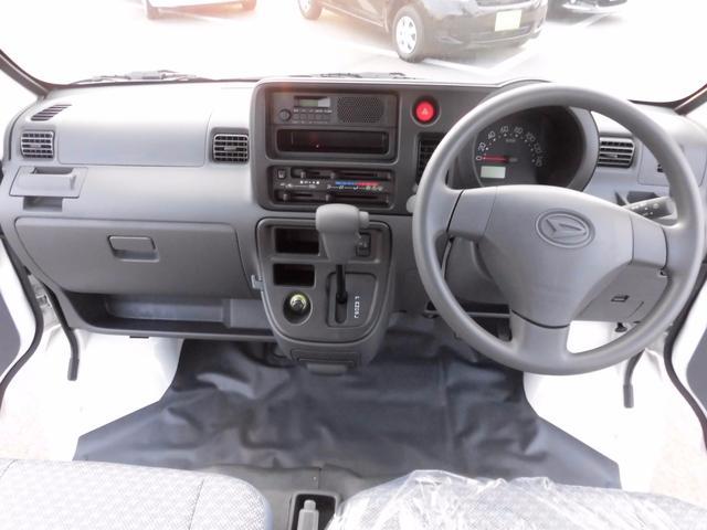届出済未使用車 純正ラジオ 荷室ランプ 水平格納式リアシート(17枚目)