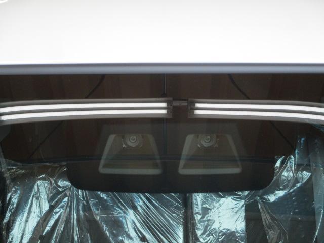 視界を遮らないコンパクトなステレオカメラで、安心安全なスマアシIII。歩行者に優しい機能です。