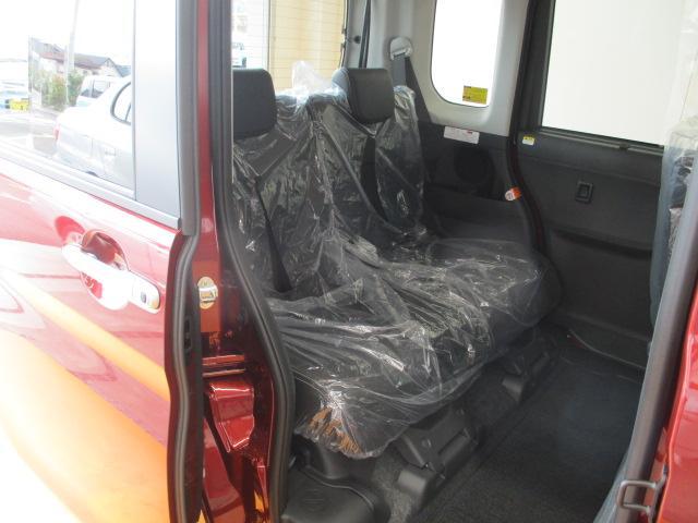 後席をスライドすることが出来ますので、トランクフロアを広く使うことが出来ます!