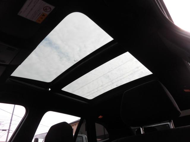 サンルーフ付きですので、開放感ある車内を演出してくれます。