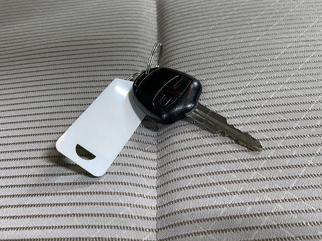 J 純正オーディオ CD ETC  キーレス   電動格納式ミラー シートリフター サイドバイザー フロアマット 純正ホイルキャップ  ベンチシート Wエアバッグ ABS 軽自動車(19枚目)