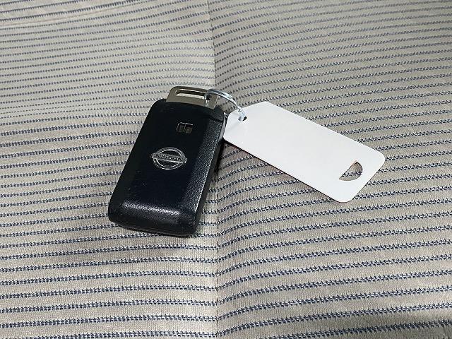 X 純正オーディオ CD キーレス オートエアコン 電動格納式ミラー サイドバイザー フロアマット 純正ホイルキャップ  ベンチシート アイドリングストップ Wエアバッグ ABS 軽自動車(19枚目)