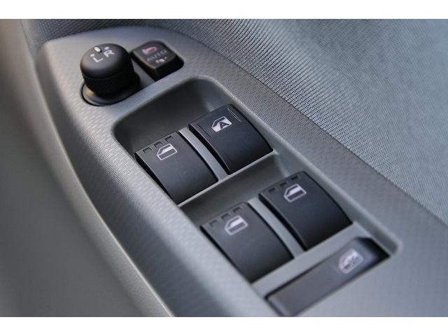デュアルSRSエアバッグで前からの衝撃時、瞬時に膨張・収縮し、運転席・助手席乗員の頭部、胸部への重大な障害を軽減します。
