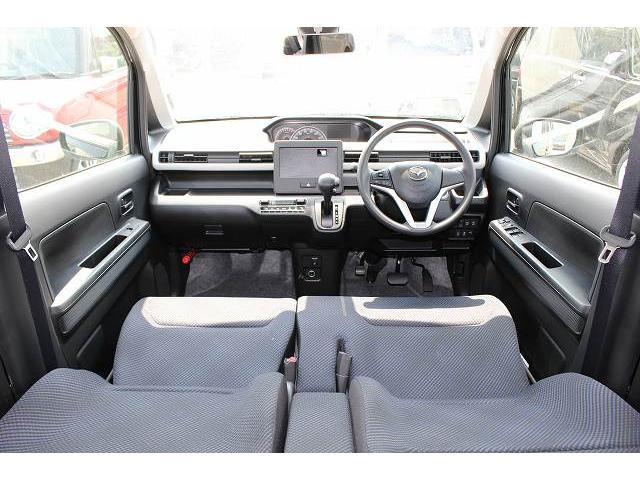 前席のシートベルトには、万一の衝突時、ベルトを瞬時に引き込んで体をしっかりと拘束するプリテンショナー機構を装備。