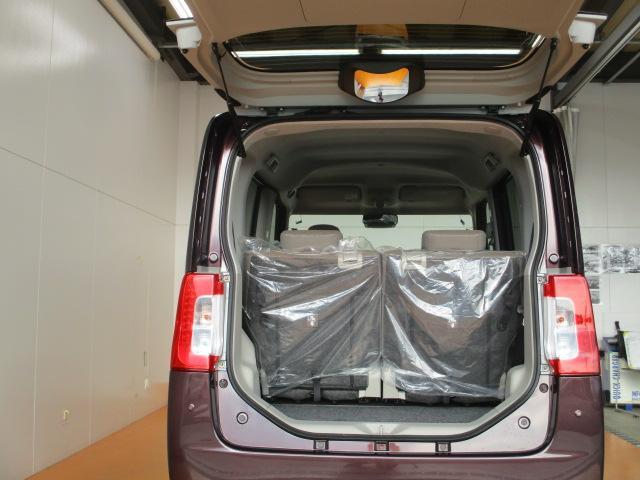 後部座席を倒せば、広い荷室ができます!!ついつい沢山ショピングをしてしまってもしっかりつめます♪