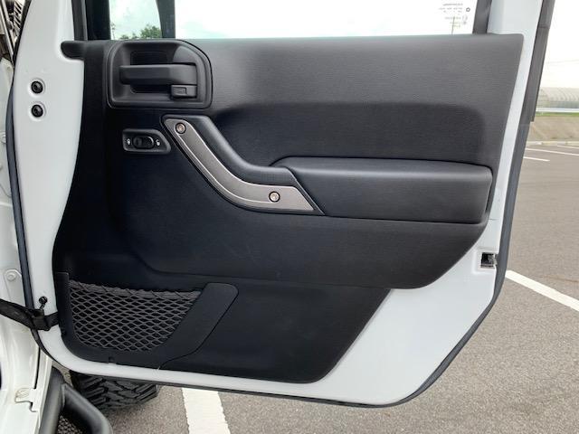「その他」「クライスラージープ ラングラーアンリミテッド」「SUV・クロカン」「滋賀県」の中古車34