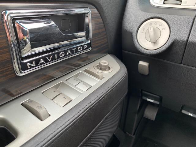 「リンカーン」「リンカーン ナビゲーター」「SUV・クロカン」「滋賀県」の中古車21