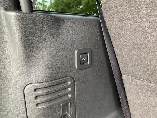 「リンカーン」「リンカーン ナビゲーター」「SUV・クロカン」「滋賀県」の中古車30
