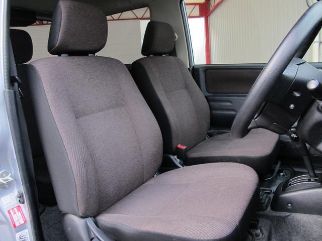 車内も天井が高く広々としております!ゆったりドライブをお楽しみ頂けます!