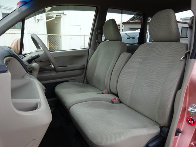 大きなシートや広々足元スペースに加え、ヘッドクリアランスも余裕の空間です。これなら快適に長時間ドライブもこなせますね!