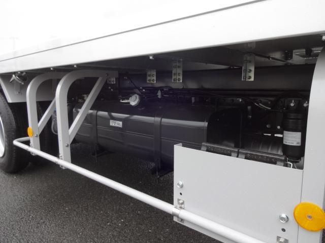 三菱ふそう キャンター 3t 冷蔵冷凍車 新明和格納ゲート付き 未使用車