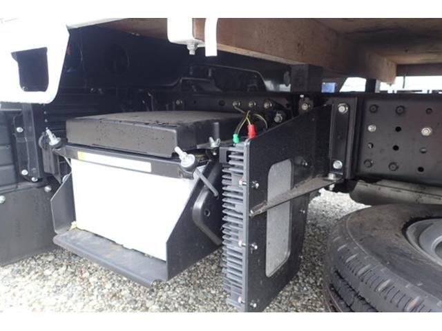 三菱ふそう キャンター 2t 標準10尺 平ボディ 5速MT 新型 未使用車