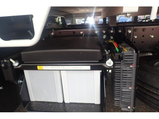 三菱ふそう キャンター 2t標準10尺平ボディ2ペダルAT車