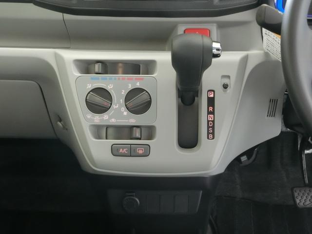 X SAIII 衝突被害軽減ブレーキ 横滑り防止装置 オートマチックハイビーム アイドリングストップ 前後コーナーセンサー キーレスエントリー エアコン エアバック パワーウィンドウ バイザー マット CDオーディオ(7枚目)