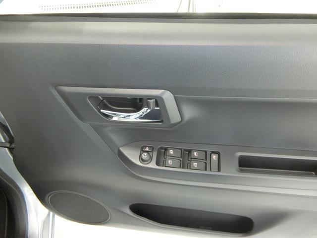 X SAIII 衝突被害軽減ブレーキ 横滑り防止装置 オートマチックハイビーム アイドリングストップ 前後コーナーセンサー キーレスエントリー エアコン エアバック パワーウィンドウ バイザー マット CDオーディオ(11枚目)