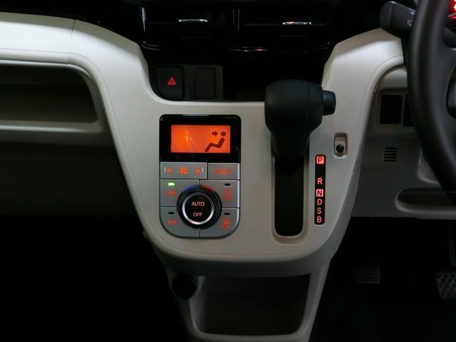 XリミテッドII SAIII 衝突被害軽減ブレーキ 横滑り防止装置 オートマチックハイビーム アイドリングストップ ステアリングスイッチ 革巻きハンドル オートライト バックカメラ 純正アルミホイール キーフリーシステム(7枚目)