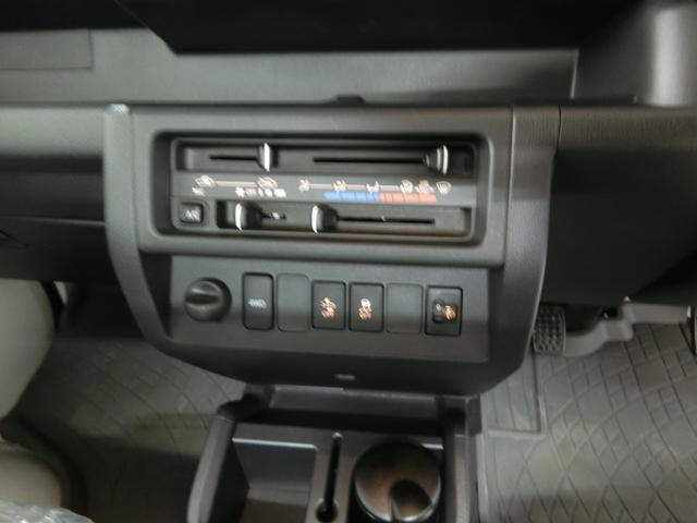 スタンダードSAIIIt 衝突被害軽減ブレーキ 横滑り防止装置 パートタイム4WD 5速MT車 バイザー マット 純正オーディオ 手動式ウィンドウ エアコン エアバック LEDヘッドランプ サンバイザー 吸殻入れ(6枚目)