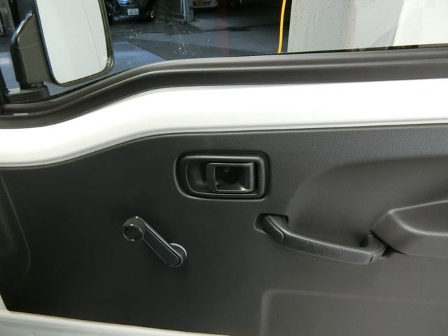 スタンダードSAIIIt 衝突被害軽減ブレーキ 横滑り防止装置 パートタイム4WD 5速MT車 バイザー マット 純正オーディオ 手動式ウィンドウ エアコン エアバック LEDヘッドランプ サンバイザー 吸殻入れ(9枚目)