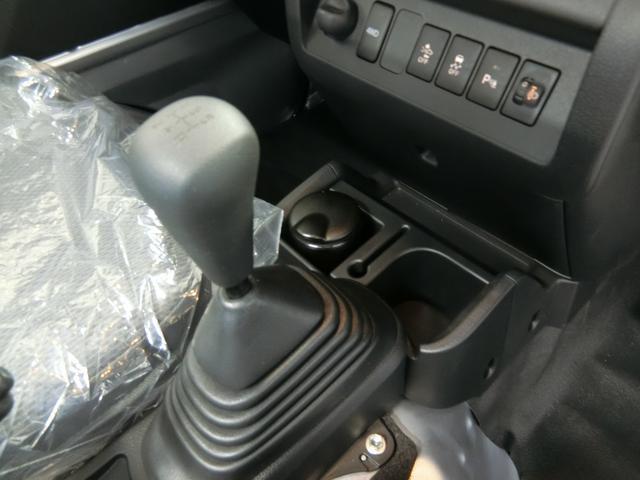 スタンダードSAIIIt 衝突被害軽減ブレーキ 横滑り防止装置 パートタイム4WD 5速MT車 バイザー マット 純正オーディオ エアコン エアバッグ 手動式ウィンドウ LEDヘッドランプ ライトマニュアルレベリング(7枚目)