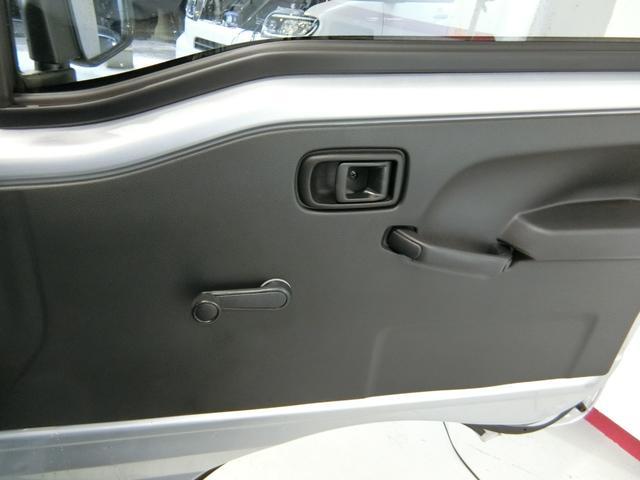 スタンダードSAIIIt 衝突被害軽減ブレーキ 横滑り防止装置 パートタイム4WD 5速MT車 バイザー マット 純正オーディオ エアコン エアバッグ 手動式ウィンドウ LEDヘッドランプ ライトマニュアルレベリング(9枚目)