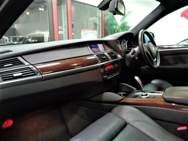 「BMW」「X6」「SUV・クロカン」「大阪府」の中古車17