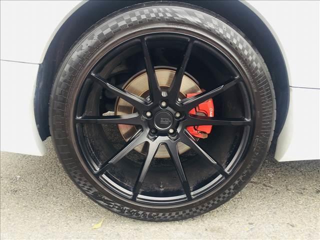 ホイールはSAVINIの22インチマットブラックです。タイヤサイズは前後295/40ZR22