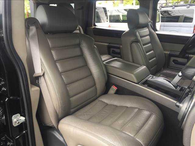 本皮シートで高級感溢れる車内♪ 座り心地も最高です!