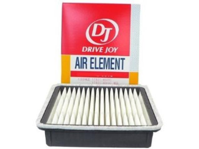 エアエレメントは自動車の燃費を左右する部品です。オイル汚れやゴミ溜まりなどでエンジンの呼吸を妨げると燃費が落ちます。定期的に清掃や交換をお勧めしております。