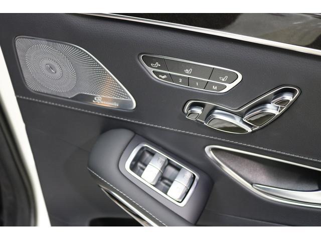右リアドア内張りです!とても綺麗です!もちろん、シートヒーター・シートエアコン・リアパワーシート付・ブルメスターSもついております!