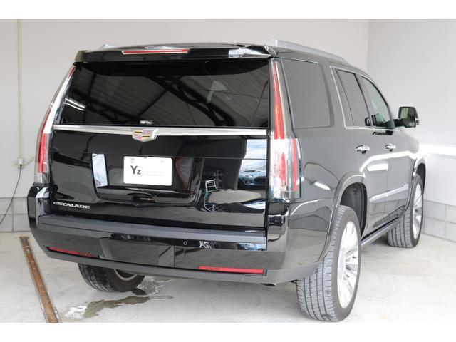 H29.8登録 ディーラー車 エスカレード・プラチナム入庫致しました!SR・黒本革シート・リアエンターテイメント・エマジェンシーB・Pバックドア・等いたれりつくせりの装備です!もちろん内外装綺麗です