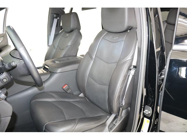 運転席シートです!綺麗な状態です!メモリー付Pシート・シートヒーター・クーラー・マッサージ機能付とこの上ない装備です!