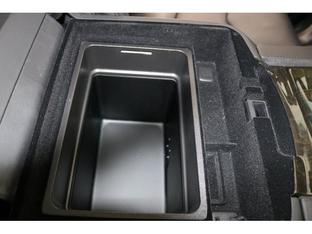置くだけ充電の下には保冷ボックスもついてます!至れり尽くせりですね!