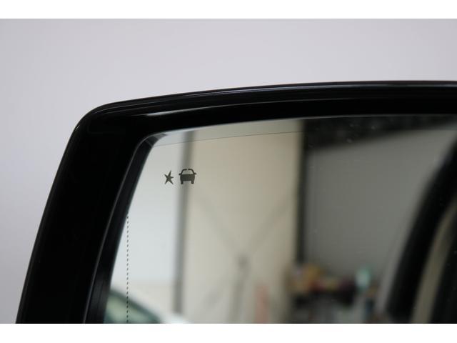 後方確認ランプです!左ハンドルに不慣れな方でも車線変更もしやすくて大変便利です!