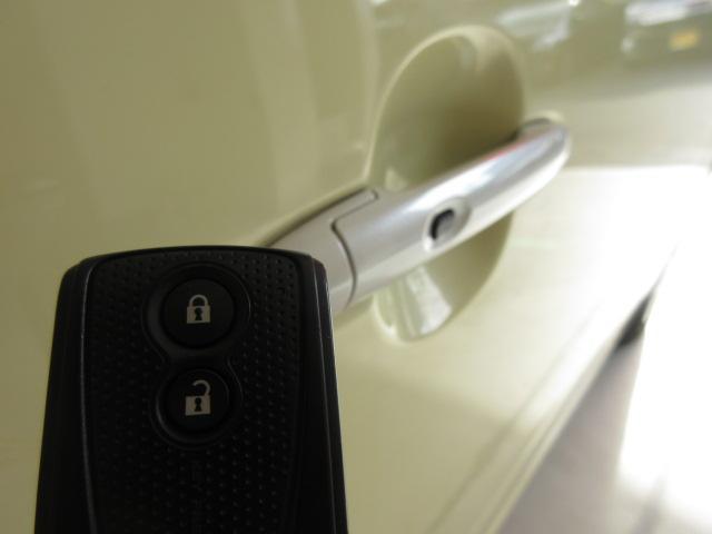 【スマートキー】スマートキーなので車の近くに鍵があれば、鍵を取りださなくても、ドアのスイッチを押すだけで、ドアの施錠が出来ます♪スペアキーもあります☆