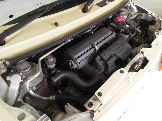【エンジンルーム】エンジンルームもキレイです☆普段開けないところもお手入れしています!納車前の前にはもう1度点検整備しますが、安心して乗って頂けるように、入念にチェックします!
