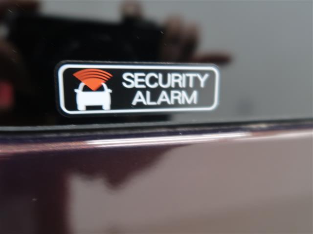 セキュリティーアラームも標準装備!愛車を盗難から守ってくれます!!