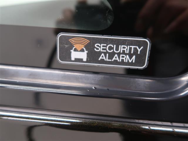 セキュリティアラームで駐車中も愛車を守ります。