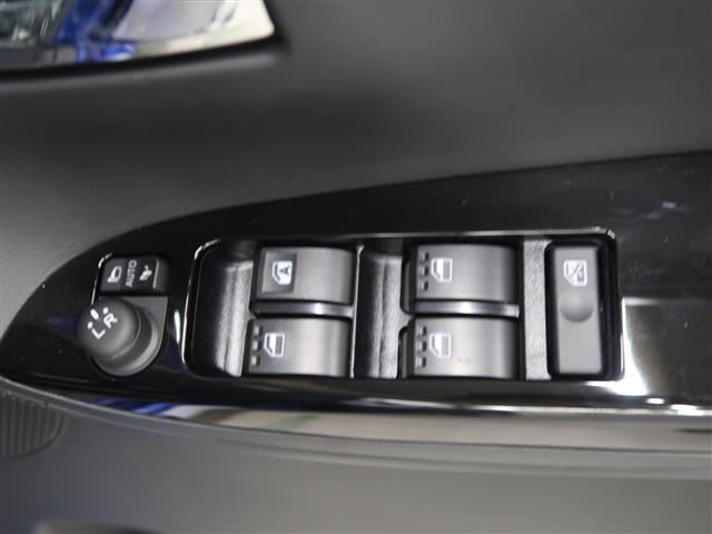 運転席側の窓のスイッチになります。