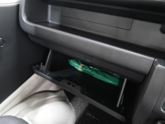 グローブボックス 車検証入れにお使いください。
