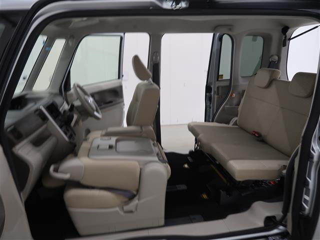 リヤシート付きなので四人乗車が可能です。