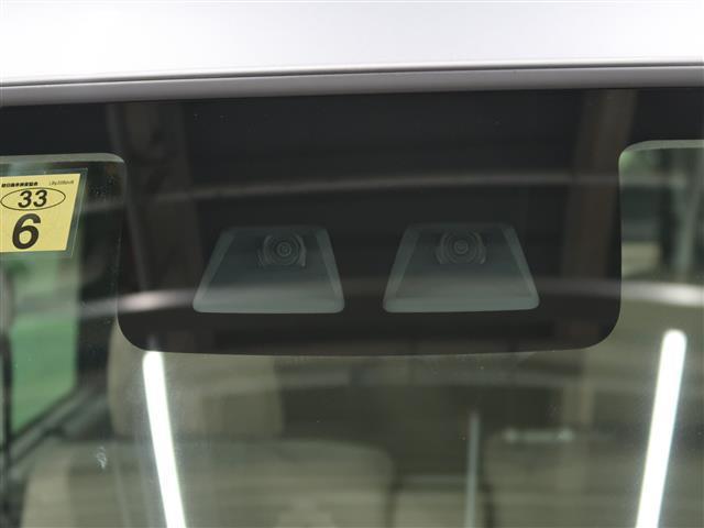 衝突回避支援システムスマートアシストIIIを装備。フロントガラス上部のステレオカメラで、気づく、止まるをアシストします。