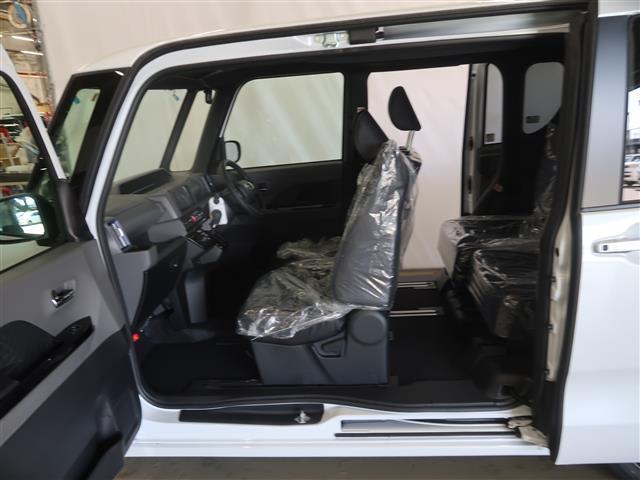 助手席側のセンターピラーがないので、お子さんとの乗り降りや大きな荷物も積みやすいです。