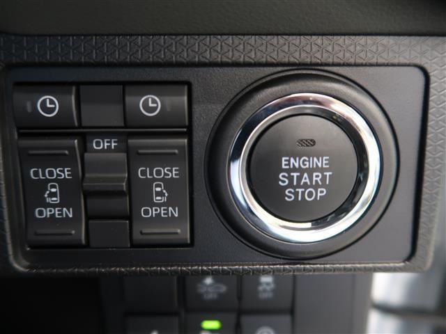 スマートキー対応の車なので、鞄にキーを入れていてもエンジンをかけることができます。リヤのスライドドアの開閉も運転席から操作可能です。