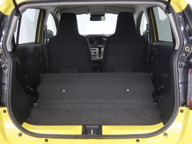 リヤシートを前に倒すと荷室が広くなり、たくさん積むことができます。