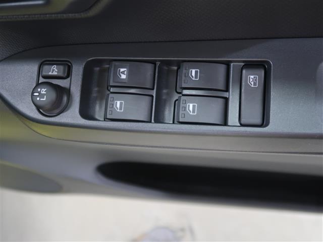 パワーウィンドウやミラーの開閉が運転席で操作できます。