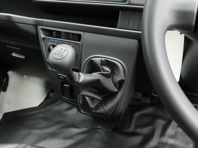 MT車になります。エアコンがついているので、快適に過ごせます。