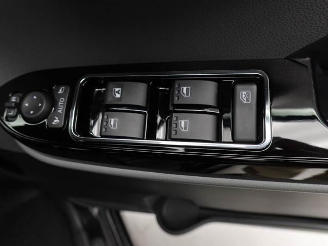 スマートキー対応の車なので、鞄の中に入れていてもエンジンをかけることができます。リヤスライドドアの開閉操作も運転席からできます。