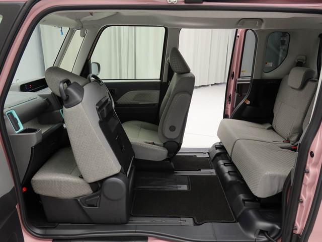 後部座席をスライドさせることで、助手席のスライドドアから運転席への移動ができます。